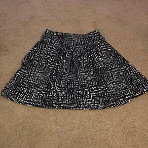Ann Taylor black and white Flo skirt Sz medium